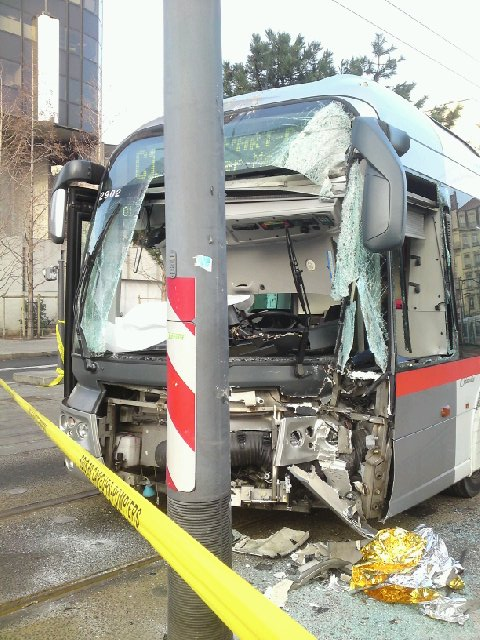 http://tecelyon.info/resources/C1accident.jpg