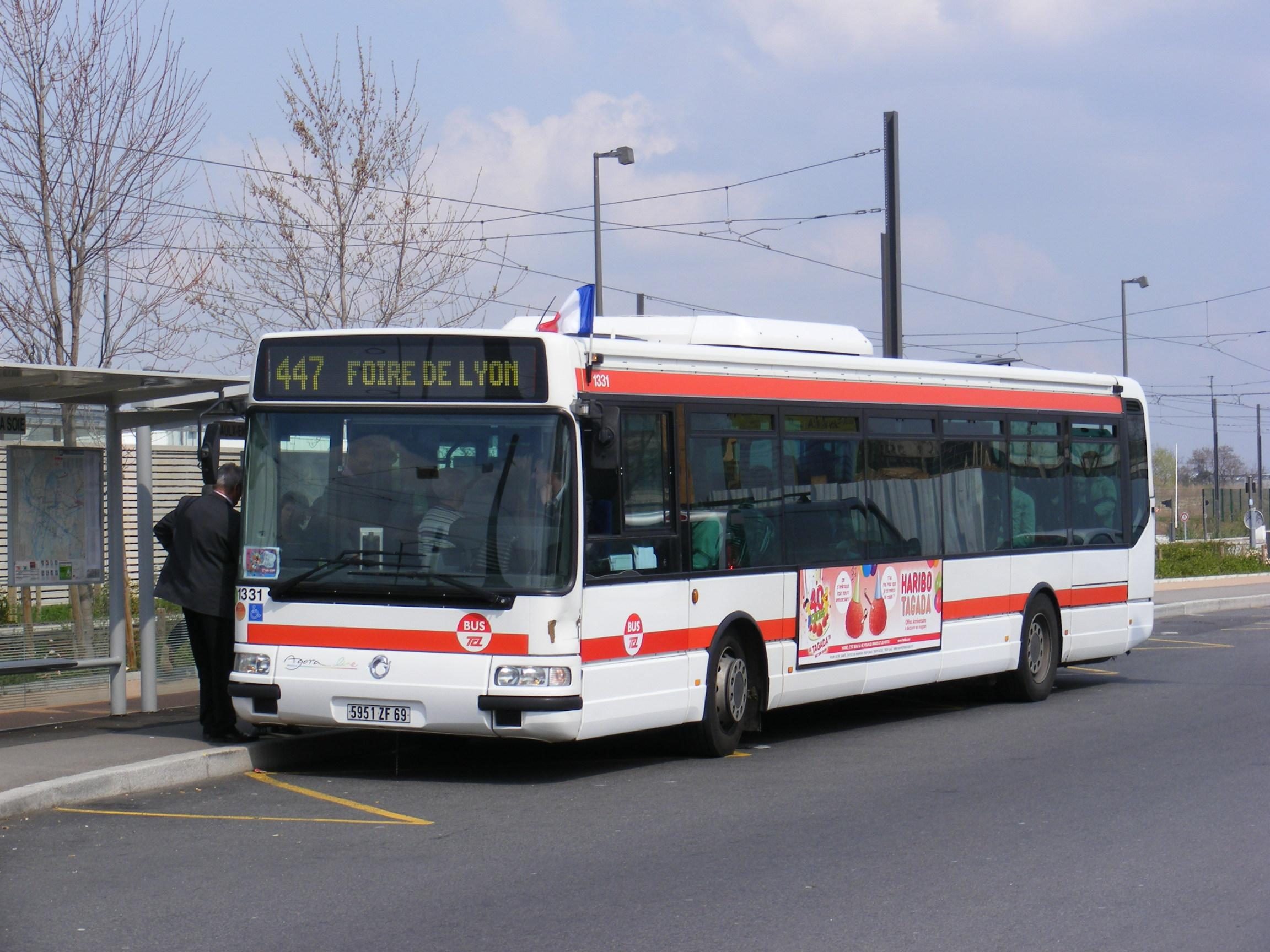 la foire de lyon en bus la passion des autobus et autocars en r gion lyonnaise. Black Bedroom Furniture Sets. Home Design Ideas